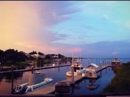 #sunset #fishhousepensacola #pensacolabay #marina #deckbar #atlas #downtownpensacola #latergram #florida #sunsets Thanks Carolyn for the picture from tonight!